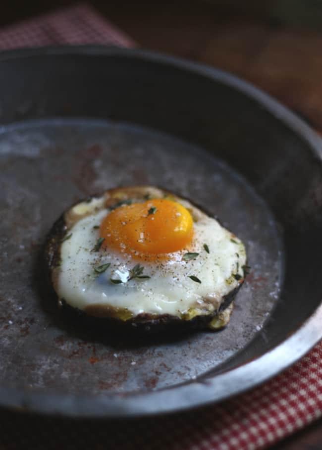 Baked-Eggs-in-Portobello-Mushroom-Cap