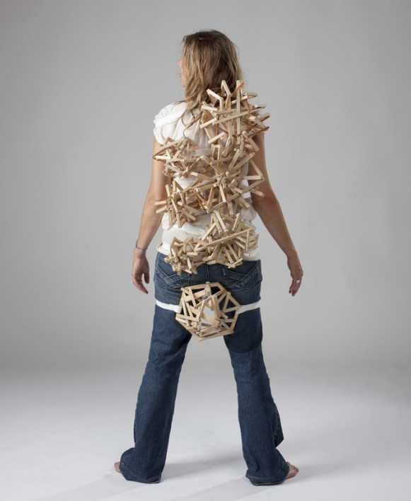 Wearable Structure: Nodules, 2010. (Courtesy of Tracy Featherstone.)